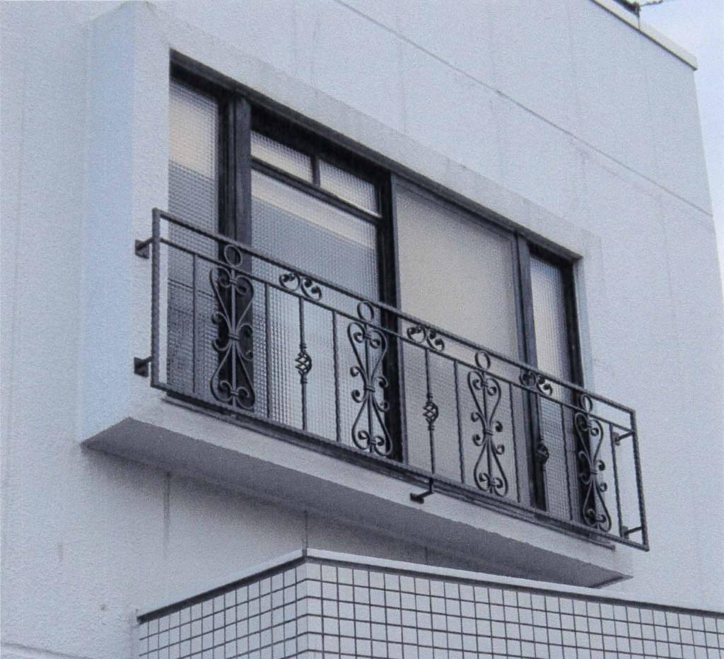 2階窓飾り格子