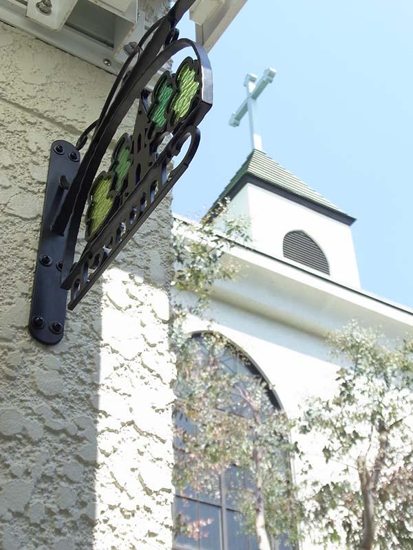 教会のロートアイアン製看板