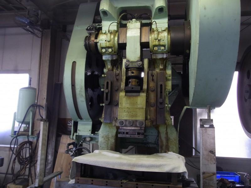 銅板をあらす機械